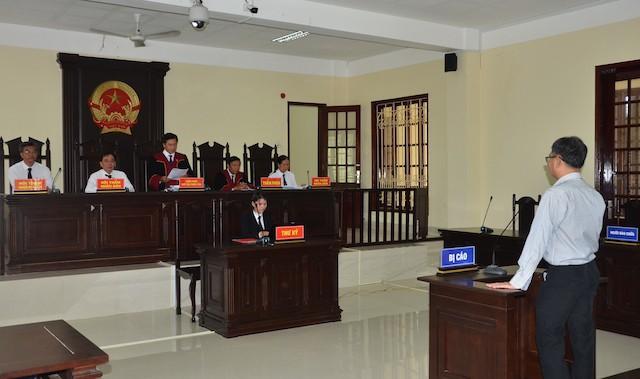 Livestream 40 lần phỉ báng chính quyền, facebooker Thằng nhà quê lãnh hơn 5 năm tù - Ảnh 1.