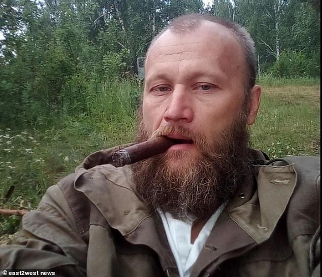 Nga: Chú thợ săn nuôi dưỡng gấu con từ tấm bé, lớn lên gấu xổng chuồng rồi ăn thịt chủ luôn - Ảnh 1.
