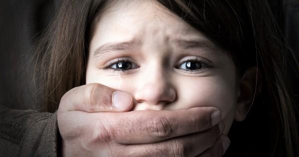 Nữ sinh 10 tuổi viết thư ẩn danh tố cáo cha ruột lạm dụng tình dục gây chấn động Hong Kong - Ảnh 1.