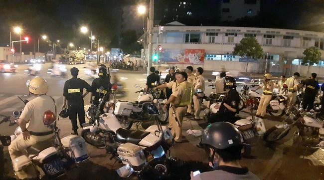 Trắng đêm chặn bão sau trận thắng của đội tuyển Việt Nam trước Philippines - Ảnh 3.