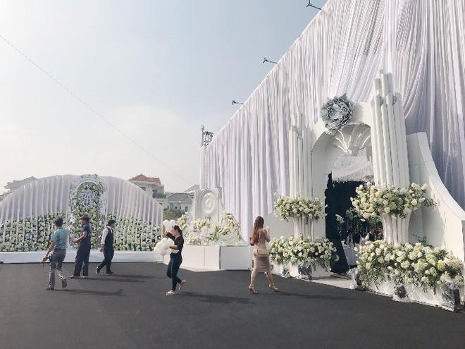Siêu đám cưới trang trí hết 4 tỷ đồng ở Thái Nguyên: 13 năm bên nhau và niềm hạnh phúc sau bao sóng gió của cô dâu - Ảnh 3.