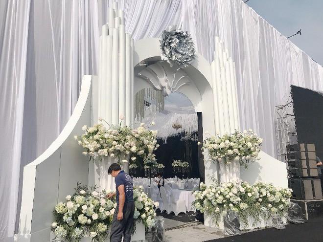 Siêu đám cưới trang trí hết 4 tỷ đồng ở Thái Nguyên: 13 năm bên nhau và niềm hạnh phúc sau bao sóng gió của cô dâu - Ảnh 4.