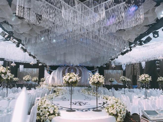 Siêu đám cưới trang trí hết 4 tỷ đồng ở Thái Nguyên: 13 năm bên nhau và niềm hạnh phúc sau bao sóng gió của cô dâu - Ảnh 5.