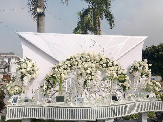 Siêu đám cưới trang trí hết 4 tỷ đồng ở Thái Nguyên: 13 năm bên nhau và niềm hạnh phúc sau bao sóng gió của cô dâu - Ảnh 6.