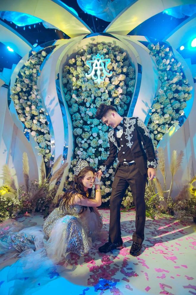 Siêu đám cưới trang trí hết 4 tỷ đồng ở Thái Nguyên: 13 năm bên nhau và niềm hạnh phúc sau bao sóng gió của cô dâu - Ảnh 9.
