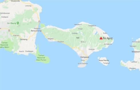 """Núi lửa trên đảo du lịch Bali (Indonesia) bất ngờ """"thức giấc"""" - Ảnh 1."""
