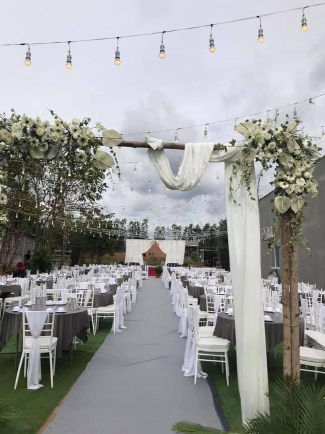 Rapper Tiến Đạt rạng rỡ bên cô dâu 9X trong đám cưới tại quê nhà - Ảnh 9.