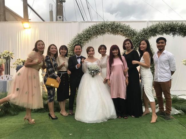 Rapper Tiến Đạt rạng rỡ bên cô dâu 9X trong đám cưới tại quê nhà - Ảnh 4.