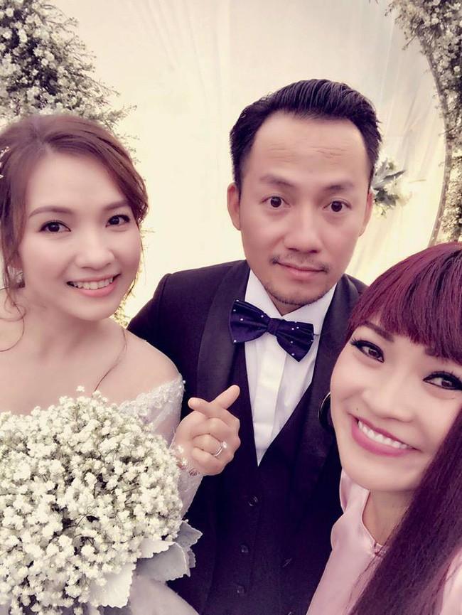 Rapper Tiến Đạt rạng rỡ bên cô dâu 9X trong đám cưới tại quê nhà - Ảnh 6.