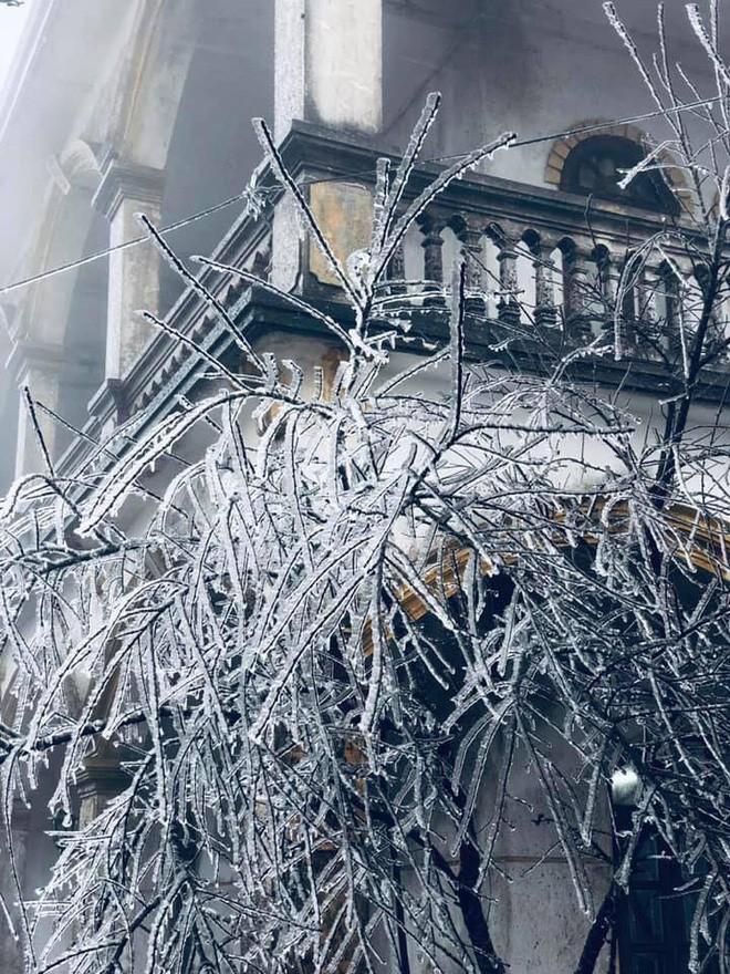 Hà Nội rét 9 độ C trong ngày cuối cùng của năm, Sa Pa và Mẫu Sơn khả năng có mưa tuyết - Ảnh 1.