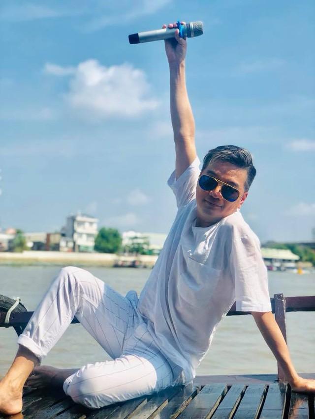 Sao Việt, kẻ miệt mài chạy show, người ung dung nghỉ Tết - Ảnh 1.