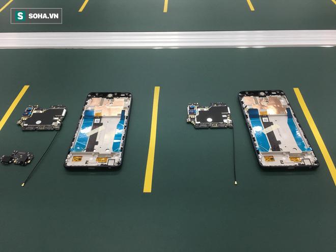 Clip: Robot lắp ráp điện thoại trong nhà máy của VSmart - Ảnh 1.