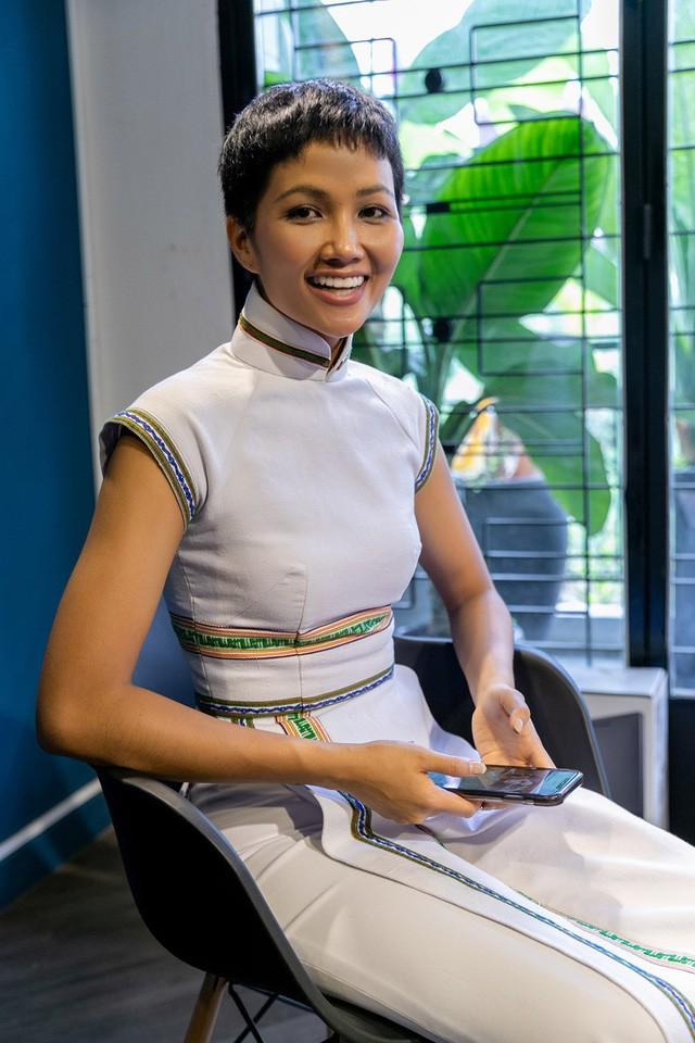 HHen Niê gây chú ý với truyền thông Thái Lan khi chinh chiến tại Miss Universe 2018 - Ảnh 1.