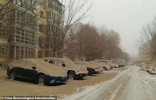 Hiện tượng tuyết vàng hiếm gặp phủ khắp thành phố ở Trung Quốc: Sự thật đằng sau là gì? - Ảnh 3.