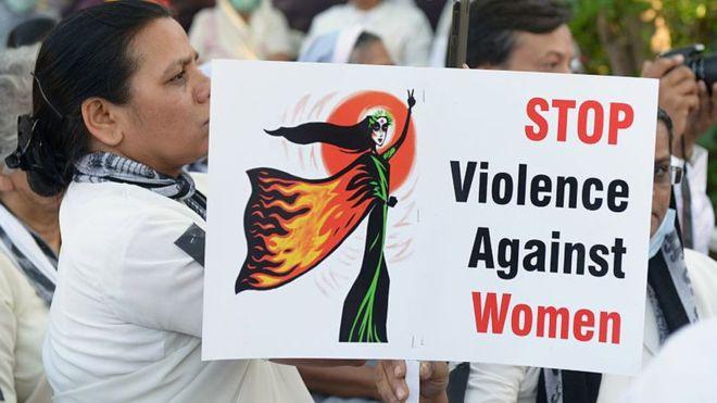 Cô gái Ấn Độ bị 2 kẻ tấn công tình dục thiêu sống vì báo cảnh sát - Ảnh 1.