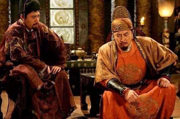 Vua chúa Trung Hoa đều mặc long bào màu vàng, tại sao đồ của Tần Thủy Hoàng lại có màu đen? - Ảnh 4.