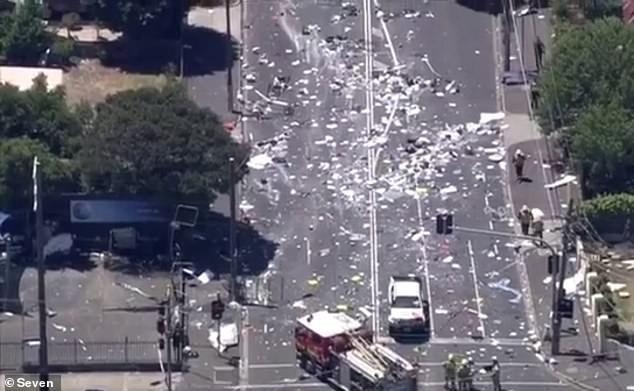 Chi tiết người đàn ông biến mất bí ẩn vài giây trước khi xe tải phát nổ gây tranh cãi - Ảnh 2.