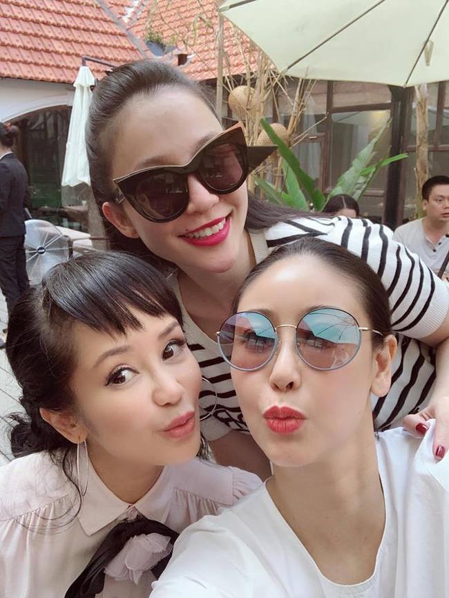 U50 Hồng Nhung khoe trọn vẹn vẻ trẻ trung khi đọ sắc cùng hội chị em toàn mỹ nhân  - Ảnh 1.