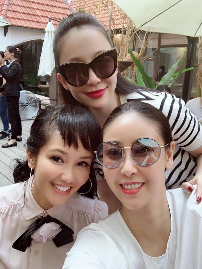 U50 Hồng Nhung khoe trọn vẹn vẻ trẻ trung khi đọ sắc cùng hội chị em toàn mỹ nhân  - Ảnh 2.