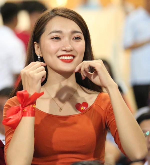 Dàn chân dài của sao Việt Nam bất ngờ xuống tóc trước trận gặp Philippines - Ảnh 11.