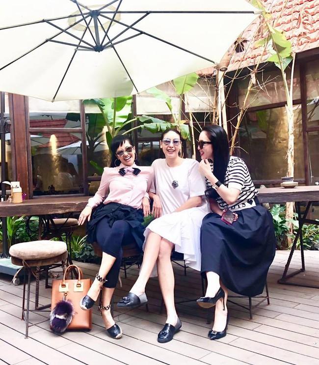 U50 Hồng Nhung khoe trọn vẹn vẻ trẻ trung khi đọ sắc cùng hội chị em toàn mỹ nhân  - Ảnh 3.