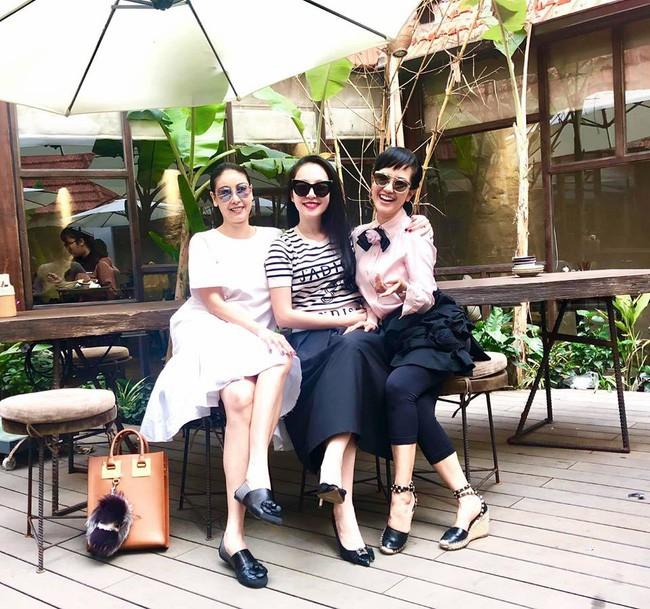 U50 Hồng Nhung khoe trọn vẹn vẻ trẻ trung khi đọ sắc cùng hội chị em toàn mỹ nhân  - Ảnh 4.