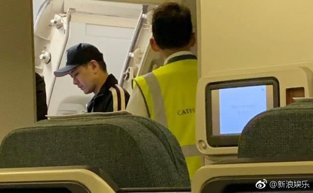 Đặc quyền ngôi sao: Lâm Chí Dĩnh gây bức xúc cho hàng trăm hành khách máy bay vì 1 lý do cá nhân? - Ảnh 2.