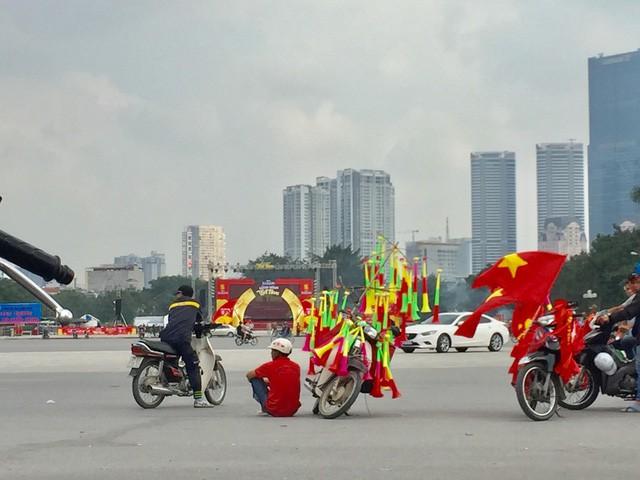Choáng ngợp trước hình ảnh cờ đỏ sao vàng trước trận Việt Nam - Philippines - Ảnh 4.