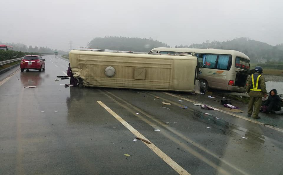 Hiện trường vụ tai nạn khiến cả mạng xã hội xôn xao sáng chủ nhật