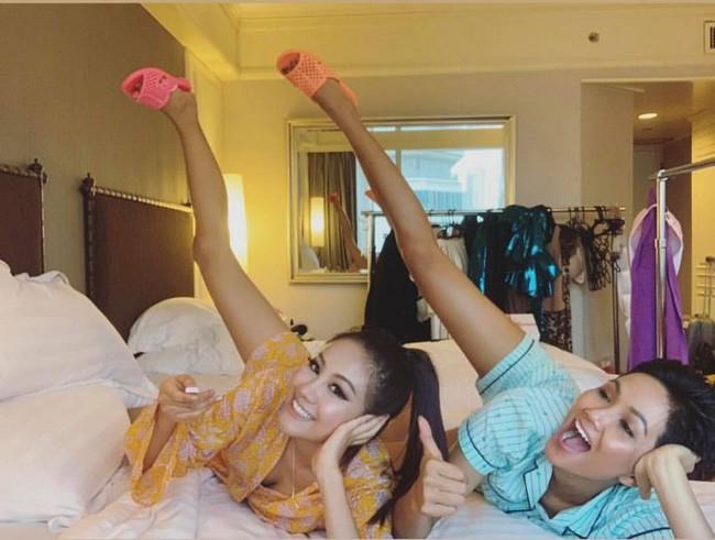 Chơi trội như HHen Niê: Đi thi Hoa hậu Hoàn Vũ vẫn mang theo dép tổ ong huyền thoại - Ảnh 1.