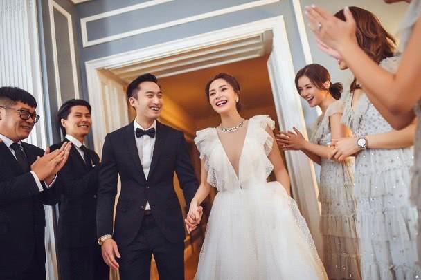Sát ngày cưới, Chung Hân Đồng bất ngờ trải lòng về việc hoãn sinh con - Ảnh 3.