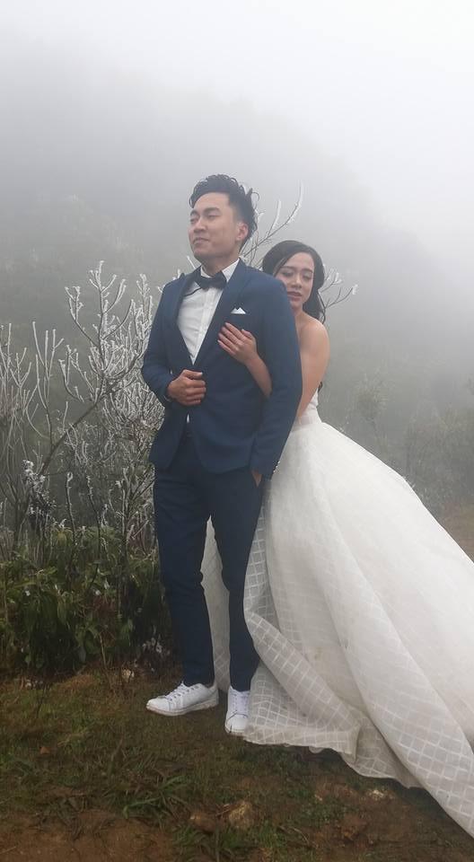 Cô dâu dũng cảm nhất năm: Mặc váy hở vai chụp ảnh cưới giữa băng tuyết Sapa - Ảnh 1.