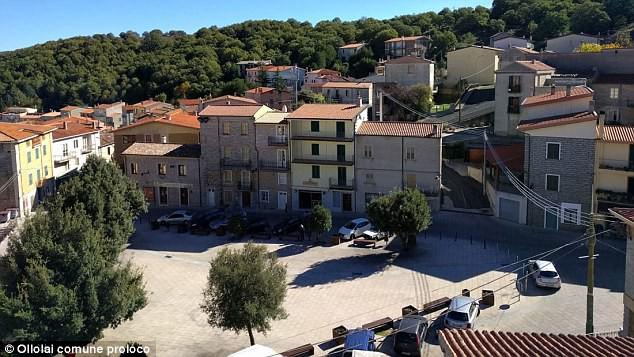 Ghé thăm thị trấn nơi mỗi ngôi nhà được bán với giá chỉ 28.000 đồng  - Ảnh 2.