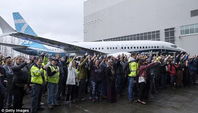 Chưa tới 1 phút, bạn sẽ biết chiếc Boeing mới nhất được sản xuất như thế nào! - Ảnh 9.
