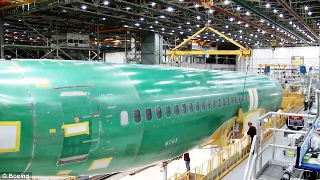 Chưa tới 1 phút, bạn sẽ biết chiếc Boeing mới nhất được sản xuất như thế nào! - Ảnh 5.