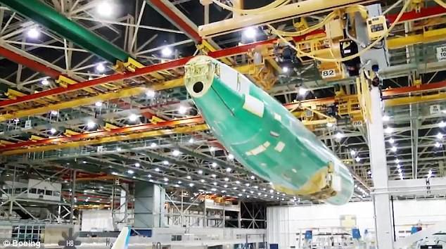 Chưa tới 1 phút, bạn sẽ biết chiếc Boeing mới nhất được sản xuất như thế nào! - Ảnh 4.