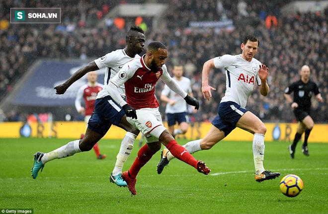 Vắng Alexis Sanchez, Arsenal gục ngã đau đớn trước đối thủ truyền kiếp - Ảnh 2.