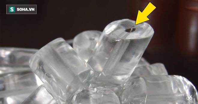 Ai cũng từng uống nước ngọt hoặc bia với đá lạnh, vậy tại sao nó lại có lỗ nhỏ ở giữa? - Ảnh 1.