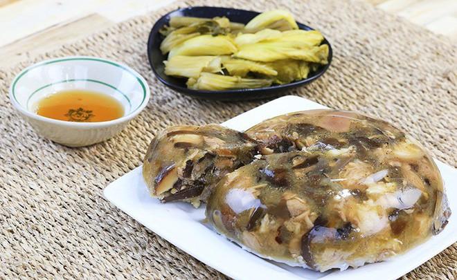 Chuyên gia dinh dưỡng bật mí bí kíp ăn thịt đông, bánh chưng dịp Tết khỏi lo tăng cân - Ảnh 1.
