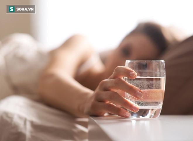 Công dụng bất ngờ nếu bạn chịu khó uống 8 - 10 ly nước mỗi ngày - Ảnh 1.