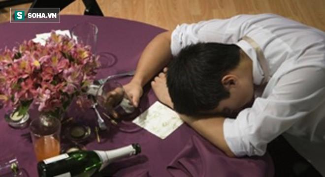 Ngộ độc rượu: Nguyên nhân, triệu chứng và cách xử trí - Ảnh 2.
