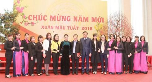 Chủ tịch Quốc hội chúc Tết cán bộ, công chức, viên chức Văn phòng QH - Ảnh 1.
