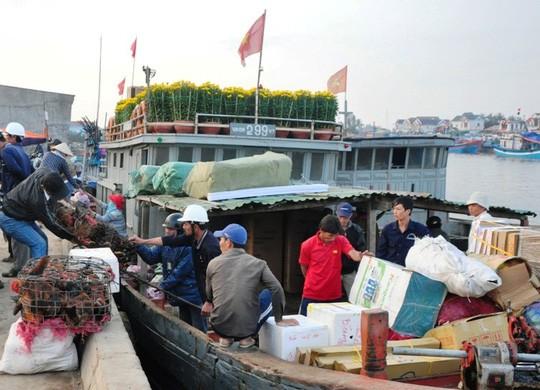 Chở Tết ra đảo Lý Sơn - Ảnh 3.