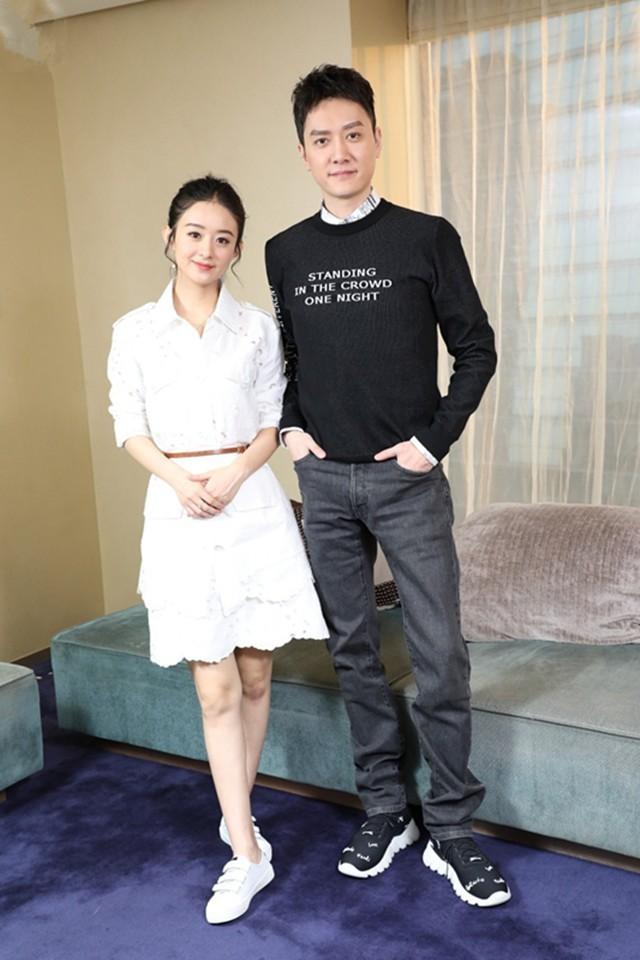 Được đồng nghiệp tốt lỡ lời xác nhận chuyện tình cảm, Triệu Lệ Dĩnh - Phùng Thiệu Phong ngại ngùng chụp ảnh bên nhau - Ảnh 3.