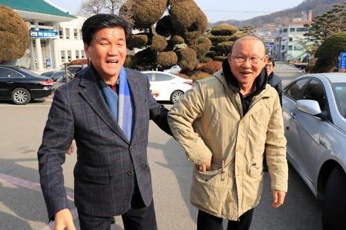 HLV Park Hang-seo được chào đón tại quê hương - Ảnh 1.