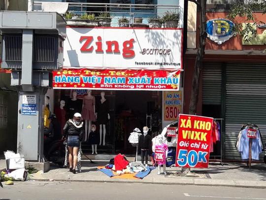 Đà Nẵng: Ế ẩm trưa 30 tết, xả hàng giảm 50% - Ảnh 1.