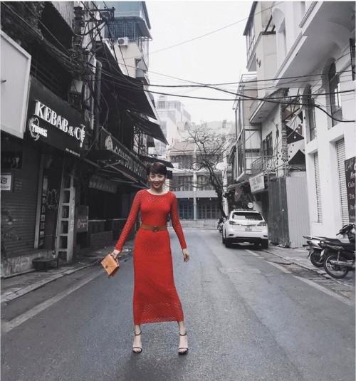 Đầu năm mới, sao Việt đồng loạt xuống phố với hai thái cực đối lập, sắc đỏ phủ sóng khắp nơi - Ảnh 2.
