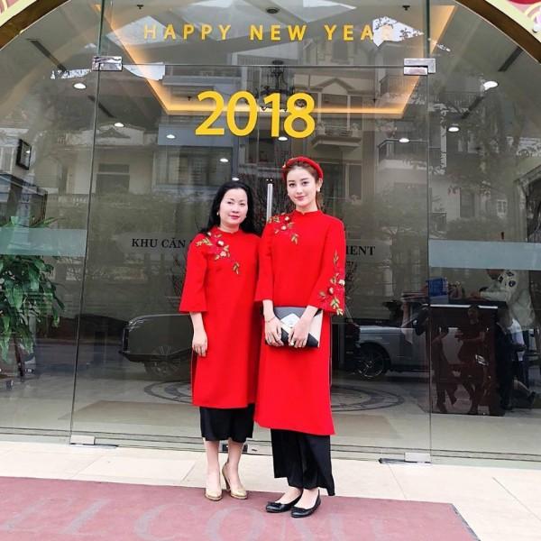 Đầu năm mới, sao Việt đồng loạt xuống phố với hai thái cực đối lập, sắc đỏ phủ sóng khắp nơi - Ảnh 11.
