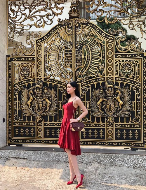 Đầu năm mới, sao Việt đồng loạt xuống phố với hai thái cực đối lập, sắc đỏ phủ sóng khắp nơi - Ảnh 3.