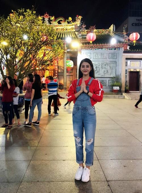 Đầu năm mới, sao Việt đồng loạt xuống phố với hai thái cực đối lập, sắc đỏ phủ sóng khắp nơi - Ảnh 7.